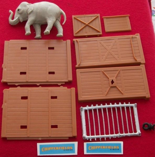 CORGI TOYS GIFT SET # 19 Elephant cage complete with plastic elephant and transfers